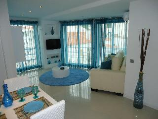 Bay View- Old Town 2Bedroom Luxury Aprt| 3min Beach| Perfect location Free Wifi