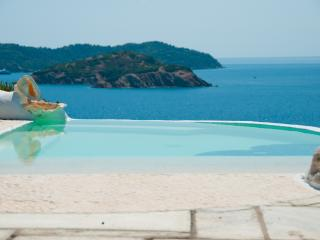 Dream Property Beach, Pool and Jacuzzi, Kanapitsa
