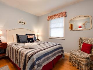Eaton Park House - Beautiful pet friendly vacation home, South Haven