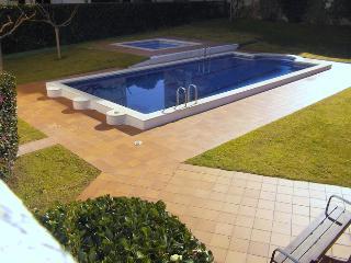 A 300m de la plage dans résidence , piscine apt 4p, L'Escala