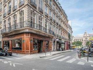 Charming & atypical 1BD/1BTH in a calm street near the Louvre Museum