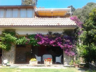 Casa panoramica con grande giardino e vista mare