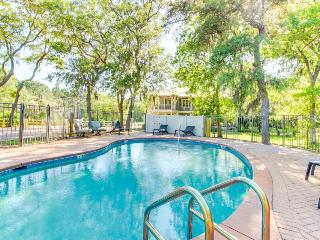 Spacious, charming house w/ bay view, jetted tub, & shared pool!
