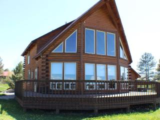 Aunt M`s Kickback Cabin is a 3 bedroom vacation home in Pagosa Springs offering