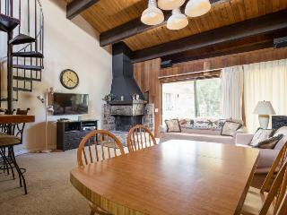 Centrally-located with shared pool - close to the lake and skiing!, Kings Beach