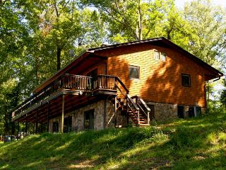 Ky Lake Cedar Shake Home with Boat Rental, Murray