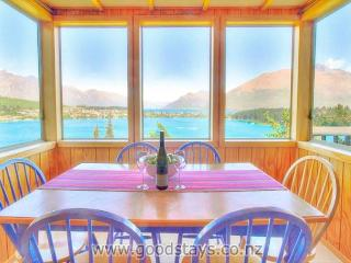 Panoramic views from a classic kiwi holiday home, close to town, Queenstown