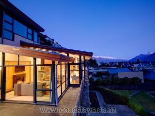 Haddens: contemporary alpine home + garden, steps from downtown, views!