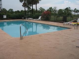 Breezy Decks - Great Views - Pool - Tennis Court..