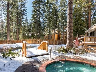 Cute condo with a balcony, easy lake access, and a shared pool, hot tub & sauna!