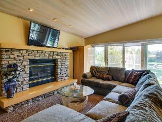High-end waterfront home, with private hot tub & dock. Shared pool access!, South Lake Tahoe