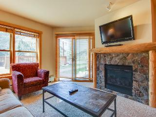 Walk to lifts from outdoor lovers' condo w/sauna &hot tub!, Copper Mountain