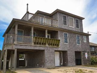 OBX Semi-Oceanfront 5 bd/4 ba w/ POOL and Hot tub!, Nags Head