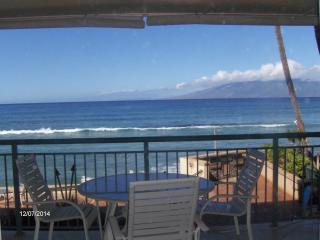 Corner 2brm 2ba Beachfront  Condo, Lahaina