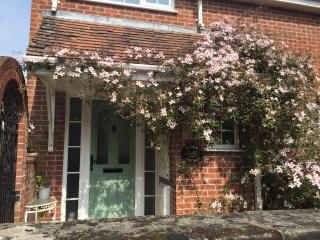 Easter Cottage in the historic area of Shaftesbury, Walk to all town attractions