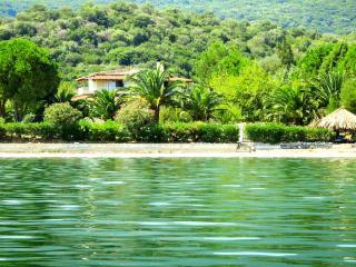 """""""Porto Matzavino"""" – Sea-front amazing villa, Vonitsa"""