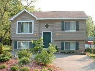 In-Town Cottage: Near Beach, Shops, & Restaurants, New Buffalo