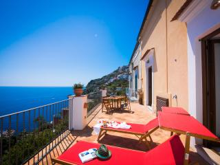 Villa at 200 mt from the beach, terrace sea view, Praiano