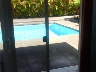 Separate guest room next to the pool, Keaau