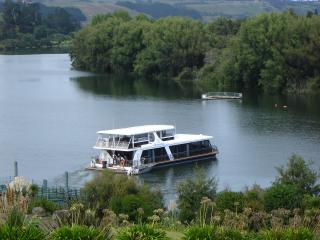 Houseboat Located 45 mins from  Auckland CBD