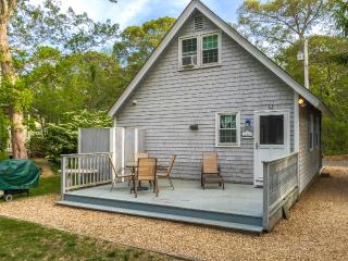 GIORP - Cute and Cozy Oak Bluffs Cottage, Spacious Deck,  Just over a Mile to Oa