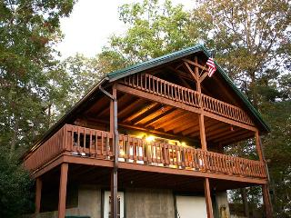 Lake Cumberland Log Cabin W/ Dock---Pets Welcomed