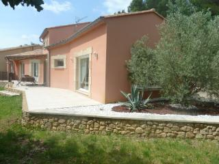 Location villa 170m2 avec terrasse et jardin.