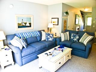 Ocean Edge, King Bed, Updated unit w/straight staircase, A/C & pool (fees apply) - HO0611, Brewster