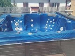 appartamento lusso con jacuzzi e sauna bagno turco, Foligno