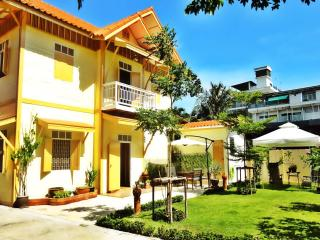 FAB House 1_Accommodation for Groups (Families/Friends) Central Bangkok (8 pers)