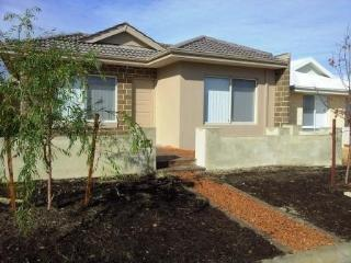 A new house with easy access to Perth by public transport.