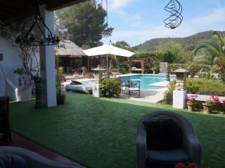 Fantastic villa 12pax close to golf field, Santa Eulalia del Rio