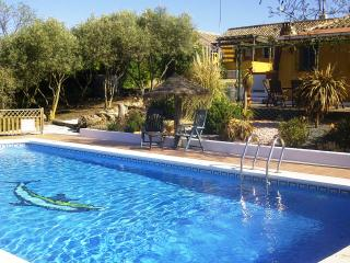 Walnut Farm, Casa Rosa, sleeps 4, stunning large heated pool WIFI, BBQ etc