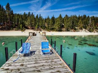 Dog-friendly, cabin-style home w/ deck & badminton court - walk to the beach!, Tahoma