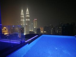 PLATINUM ROOFTOP POOL LUXURY SUITES FOR 7