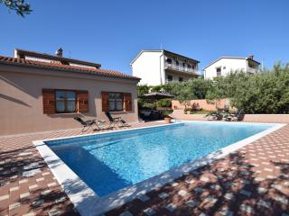 Charming apartment with pool for 4-6 persons