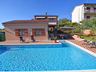 Charming apartment with pool for 4-6 persons, Pola