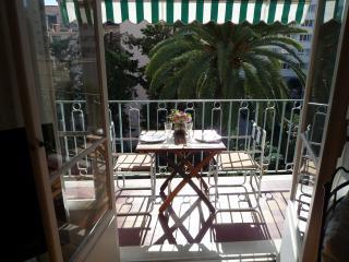 Centre Nice, 2 pieces, tres calme, climatise, terrasse plein sud