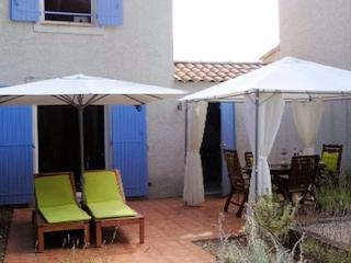 Pezenas holiday cottages in France, pool, sleeps 4