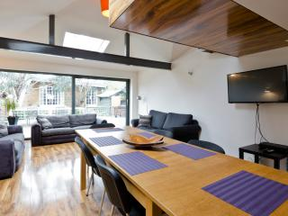 Egham house - sleeps 16, near Windsor & Ascot