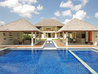 Villa Asante - an elite haven, 4BR, Canggu
