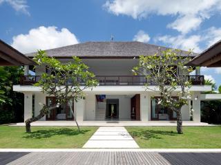 Villa Asante - an elite haven, 4BR, Canggu