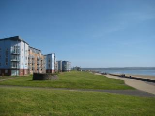 Gower View Penthouse beachfront golf cycling walk