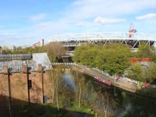 Stunning Riverside views 5* 2 bedrooms 2 bath, London