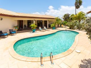 5 star  Blue water luxury suites, walk to Marriott beaches