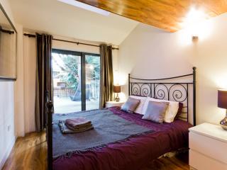 Egham contractor accommodation near Staines, Windsor, Ascot, Heathrow - sleeps 6
