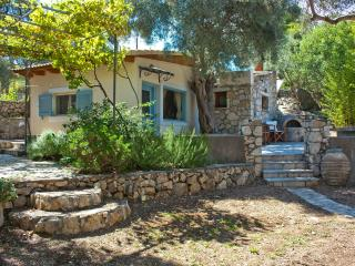 Olive Grove Cottage/ Excellent View, Tsoukaladhes