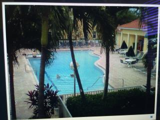 Clean, comfortable and amazing  2/2 Naples in resort Community!, Napoli
