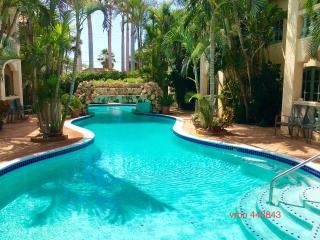 SPRING SPECIAL $750 a week, 5 star condo 1min to Marriott and Ritz & Palm beach