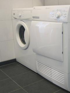 Wasmachine en droger tot uw beschikking